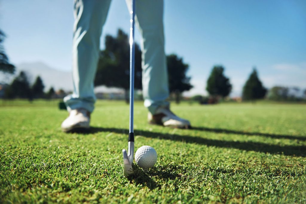 golfer lining up to putt on seabrook island golf courses